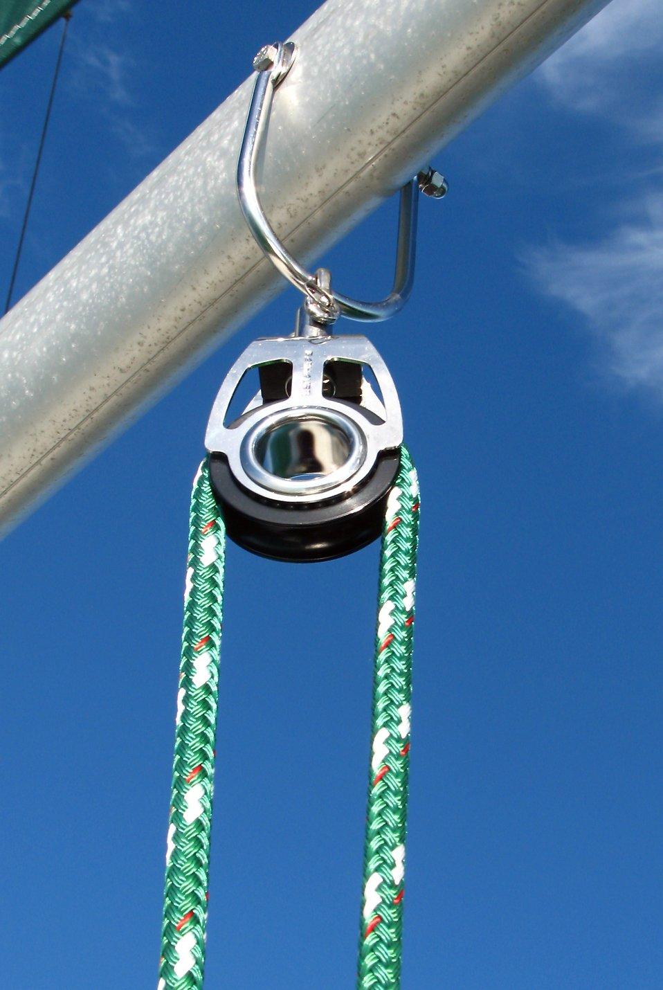Close-up of lines in a pulley on a sailboat : Free Stock Photo