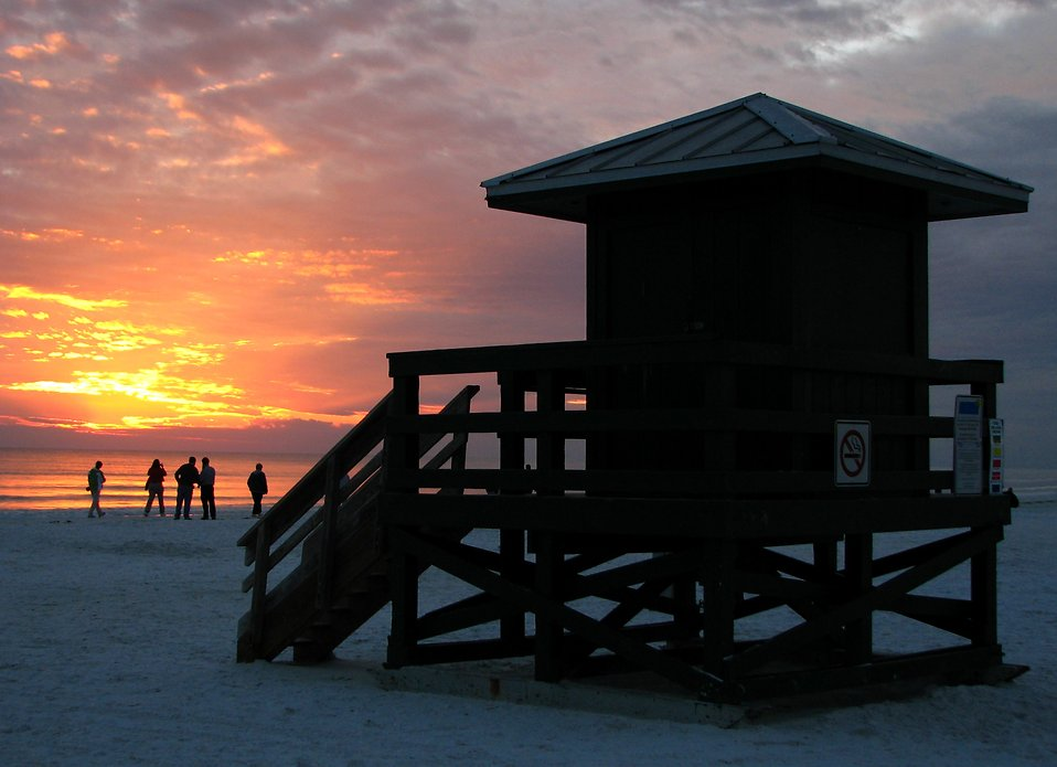 A lifeguard station on the beach at sunset : Free Stock Photo