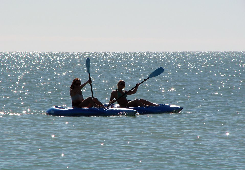 Girls paddling kayaks in the ocean : Free Stock Photo
